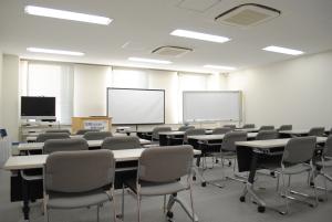 中ルーム(レッドルーム、スクール形式 最大24~30名収容)