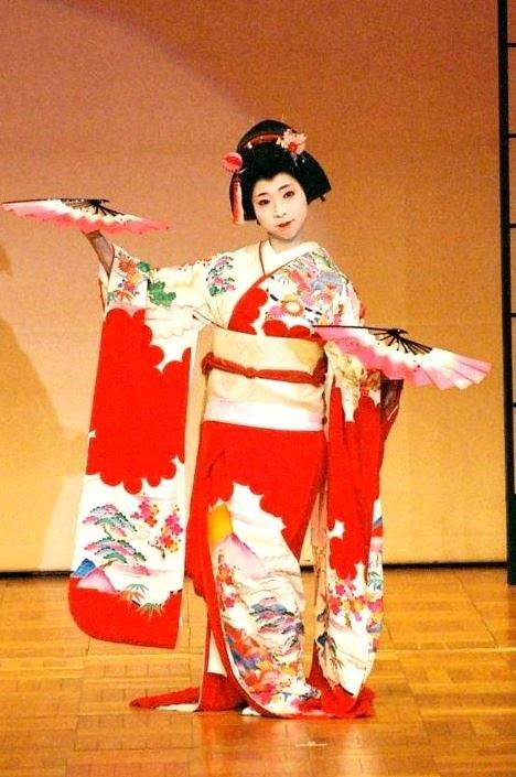 日本舞踊「やまと舞」の鑑賞会